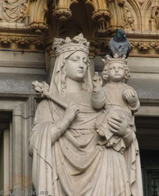 Statues at the main entrance of the cathedral
