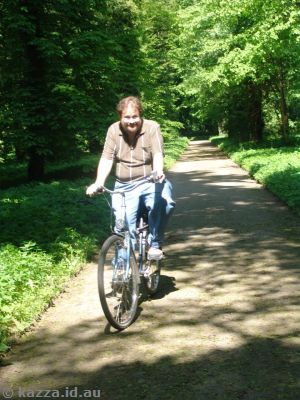 Cycling through Neuer Garten