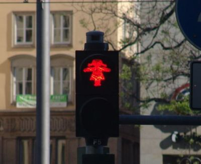 A variation on the Berlin stop/go lights - a girl!