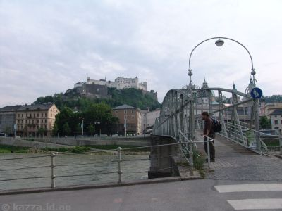 Stu at the end of the Mozart Bridge with the fortress in the background