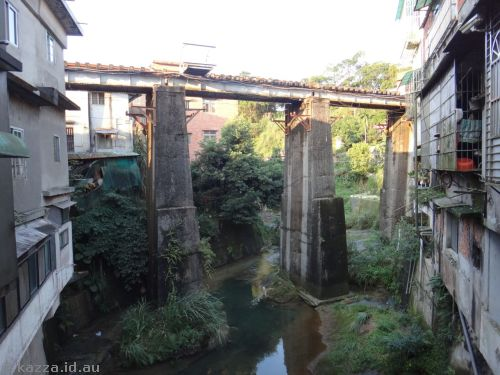 Railway bridge over the Keelung River