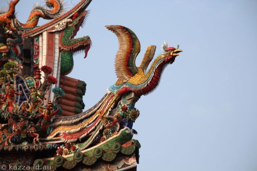 Bird sculpture at Longshan Temple