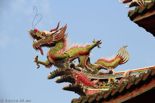 Dragon sculpture at Longshan Temple