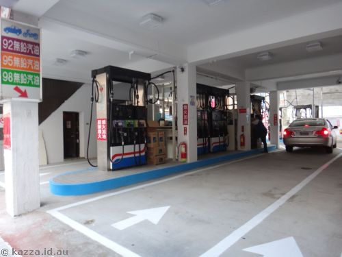 Petrol stations in Taipei are in these drive-thru buildings