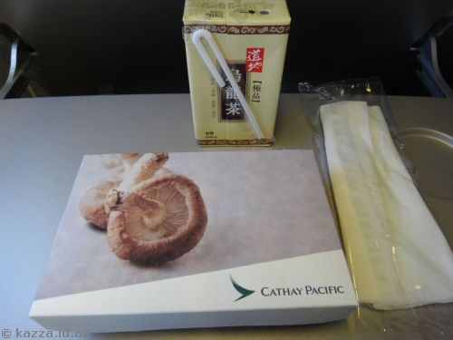 Lunch on the plane (the opened box looked quite *blah* for a photo)