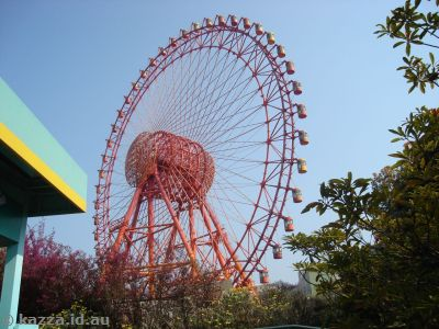 Space Eye ferris wheel (Ferris wheels are very popular in Japan)