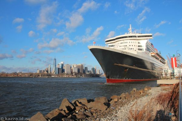 Queen Mary 2 and New York skyline at Brooklyn Cruise Terminal