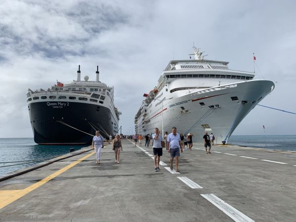 Queen Mary 2 and Carnival Fascination at St Maarten