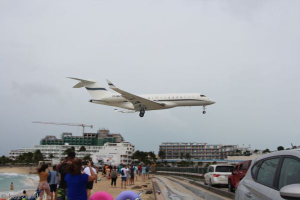 Bombardier Global Express-BD-700-1A10 PP-GUL landing at St Maarten