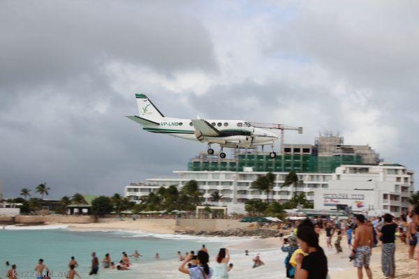 VP-LNB King Air 100-A100 landing at St Maarten