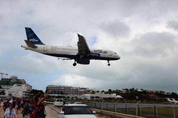Jetblue N566JB Airbus A320-232 landing at St Maarten