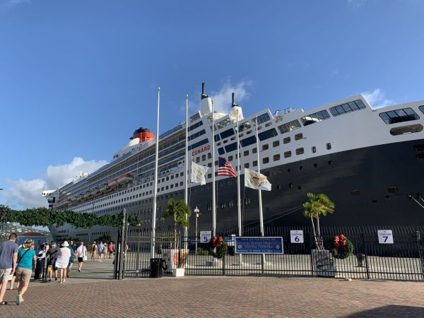 Queen Mary 2 at St Thomas