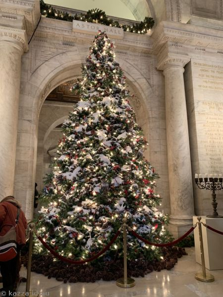 Christmas tree in the foyer of the New York Public Library
