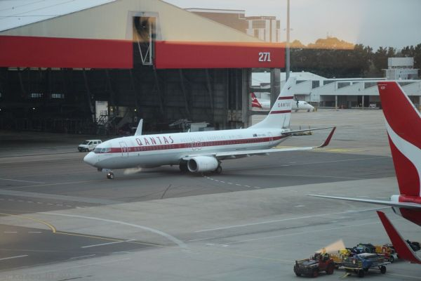 Qantas Boeing 737-800 VH-VXQ at Sydney Airport - in retro livery