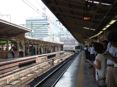 Yamonote Line train arriving at Tokyo station