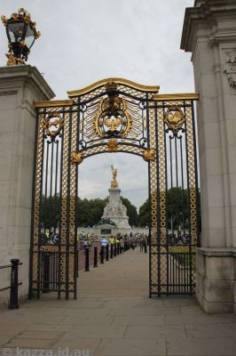 Victoria Memorial through the Australia Gate