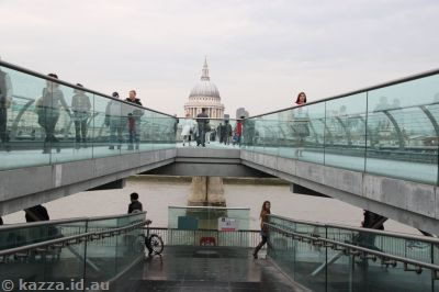 South end of the Millennium Bridge