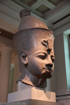 Red granite head from a colossal figure of a king, about 1390 BC