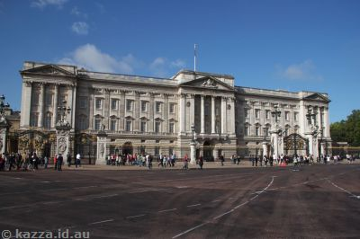 Buckingham Palace in sunlight