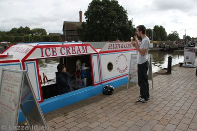 Stratford-Upon-Avon is a canal town, so even the ice creams are sold from barges!