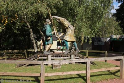 Robin Hood and Little John fighting