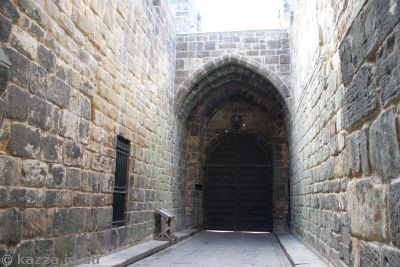 A very well defended entrance to the castle