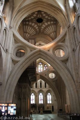 Scissor reinforcing in Wells Cathedral