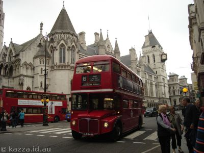 Bus on Fleet Street