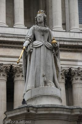 Queen Anne statue outside St Paul's Cathedral